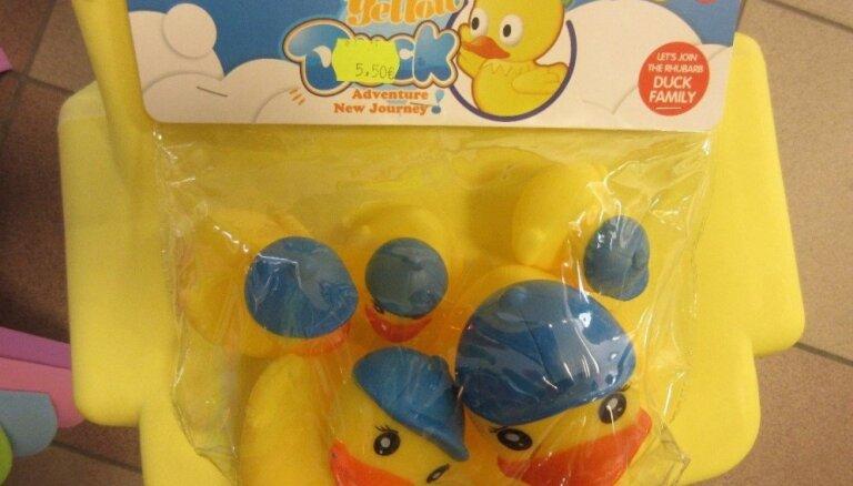 Saistībā ar ķīmiskās saindēšanās risku no tirdzniecības atsauc vannas rotaļlietu – pīlīti