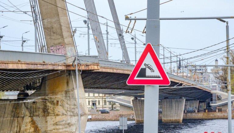 ФОТО: Как время неумолимо разрушает мосты Риги
