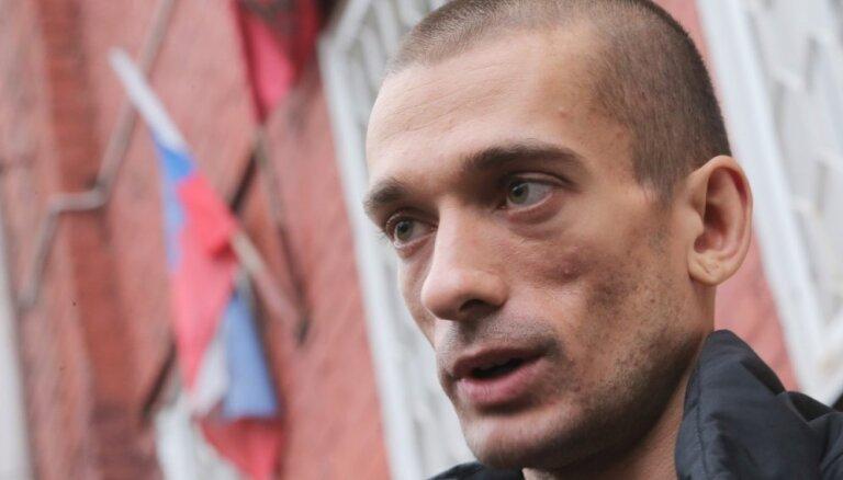 Скандальный художник Павленский эмигрировал из России