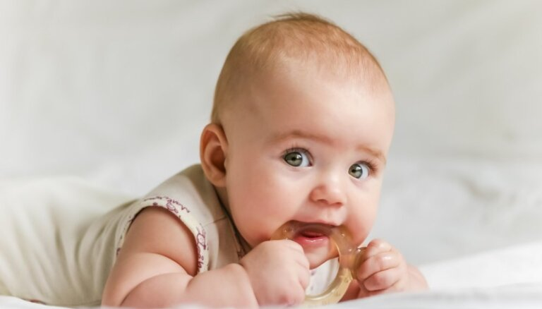 Mazulim nāk zobi: daudzbērnu tēva padomi sāpju atvieglošanai