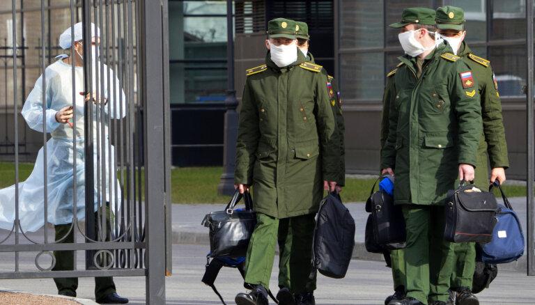 Covid-19 Krievijā: strauji aug saslimušo skaits, inficējas un mirst arī mediķi