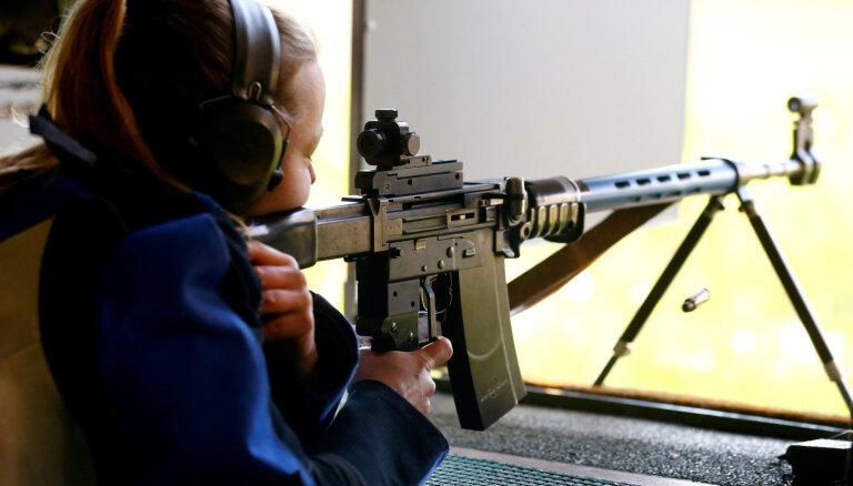 Опрос: треть латвийцев хотела бы расстрелять тех, кто виноват в ситуации в стране
