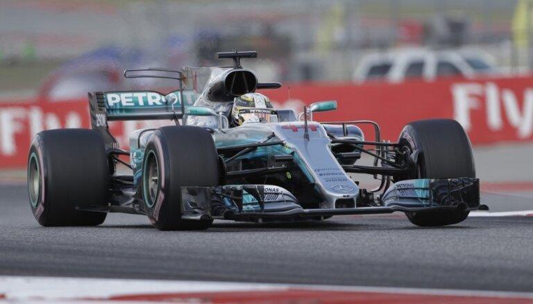 Hamiltons uzvar arī ASV 'Grand Prix' trešajā treniņā