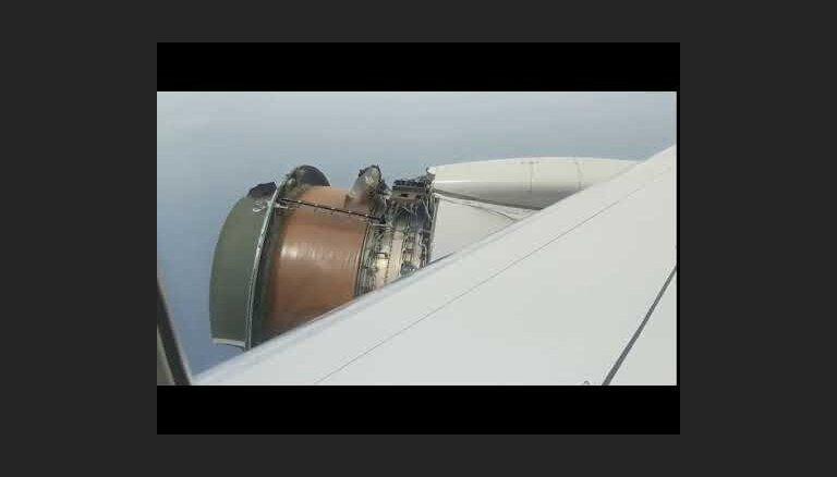 Video: Šaušalīga pasažieru lidmašīnas kratīšanās pēc dzinēja bojājuma