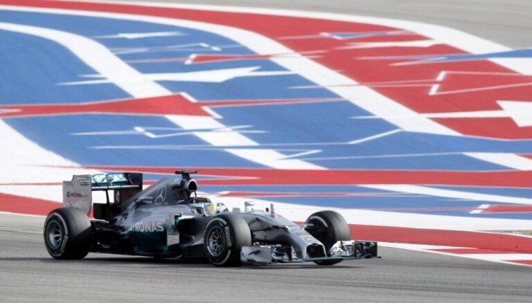 Hamiltons izcīna uzvaru ASV un palielina pārsvaru kopvērtējumā