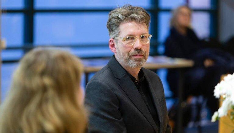 Profesors: Islandes politikā Petraviča būtu atkāpusies