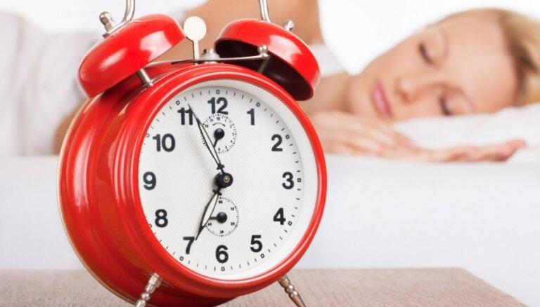 Noderīgi padomi, kas palīdzēs no rīta vieglāk pamosties