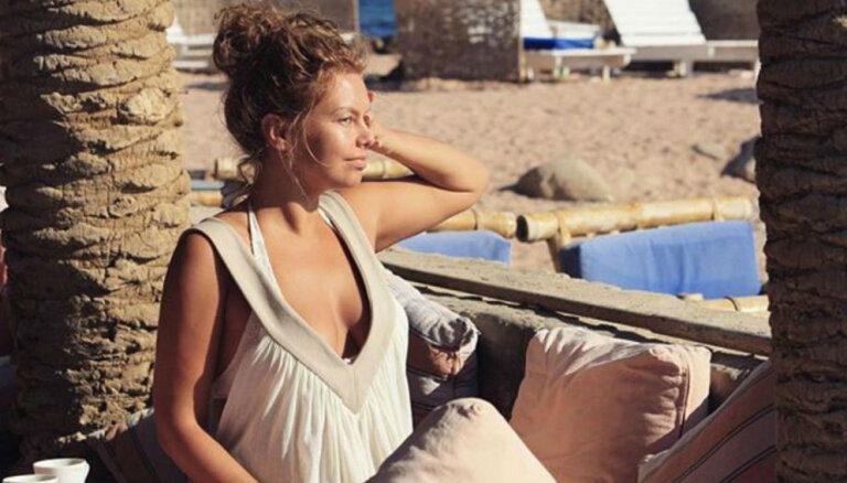 Linda Leen iepriecina fanus ar pludmales foto