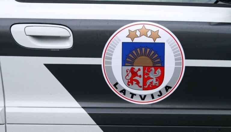 Полиция продолжает усиленные проверки на автодорогах Латвии