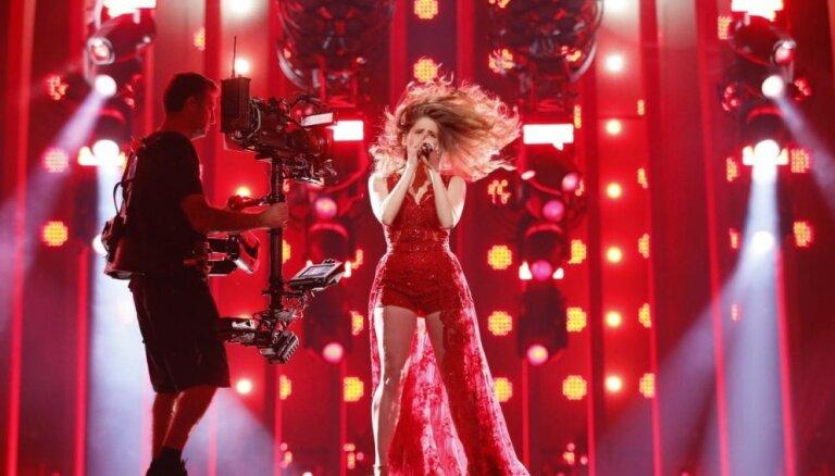 """ФОТО: Фанаты """"Евровидения-2018"""" назвали латвийскую певицу """"сексапильной"""""""
