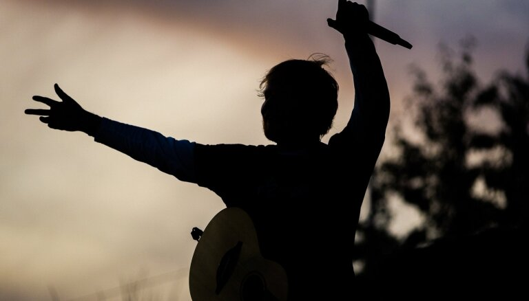 Eda Šīrana koncerta laikā Lucavsalā fiksēta neatļauta drona lietošana