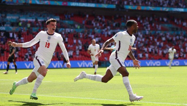 Anglijas izlase Vemblija stadionā revanšējas Horvātijai par PK pusfinālu