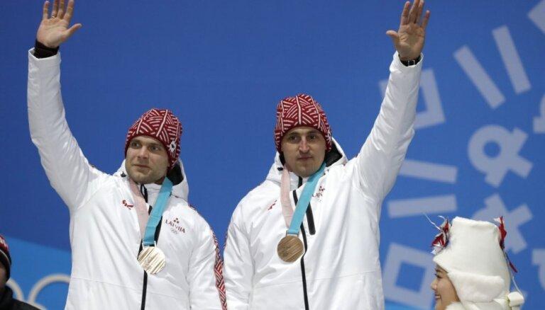 Olimpiskajiem medaļniekiem Melbārdim/Strengam lielākā naudas balva par sasniegumiem sportā