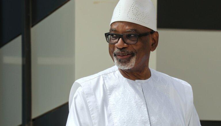Mali prezidents atkāpies no amata