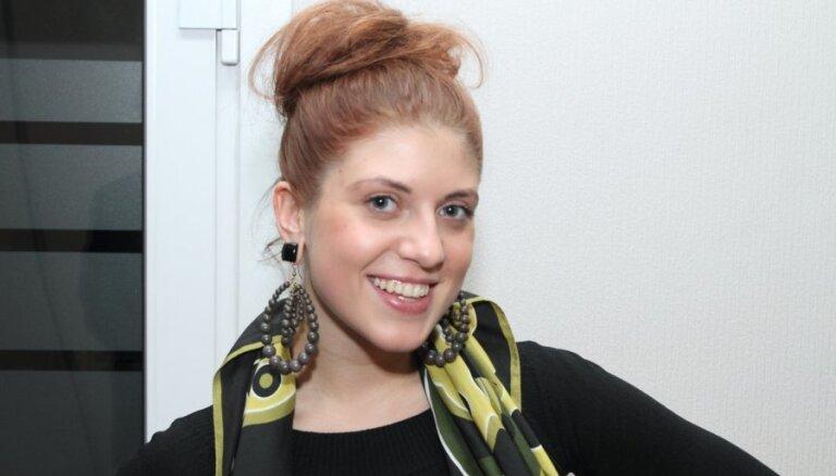 Dziedātāja Māra Katarska atgriezusies Latvijā pie ģimenes