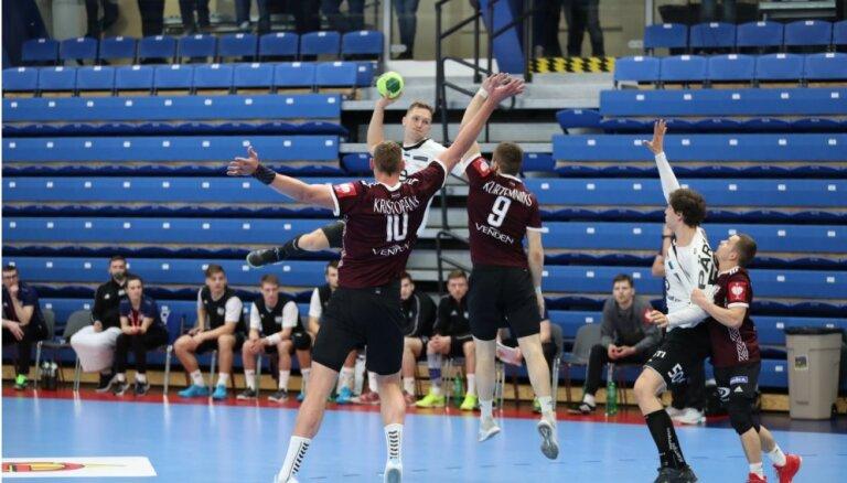 Latvijas handbolisti ar uzvaru Igaunijā turpina cīņu par tikšanu uz EČ