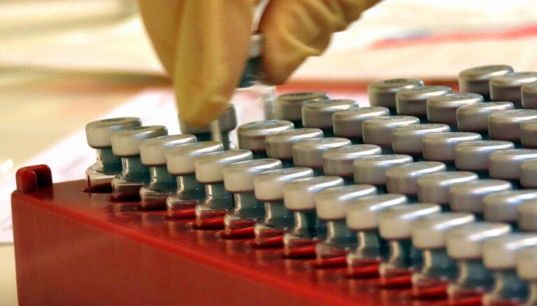 Potenciālā Covid-19 vakcīna sākotnējos izmēģinājumos uz cilvēkiem bijusi daļēji efektīva