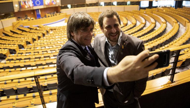 EP ievēlētie katalāņu politiķi saņem EP akreditāciju