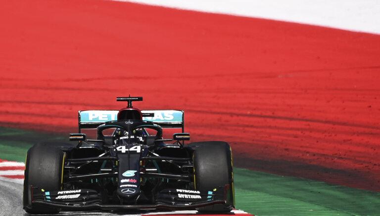 'Mercedes' pēdējos apļos nodrošina dubultuzvaru Štīrijas 'Grand Prix'