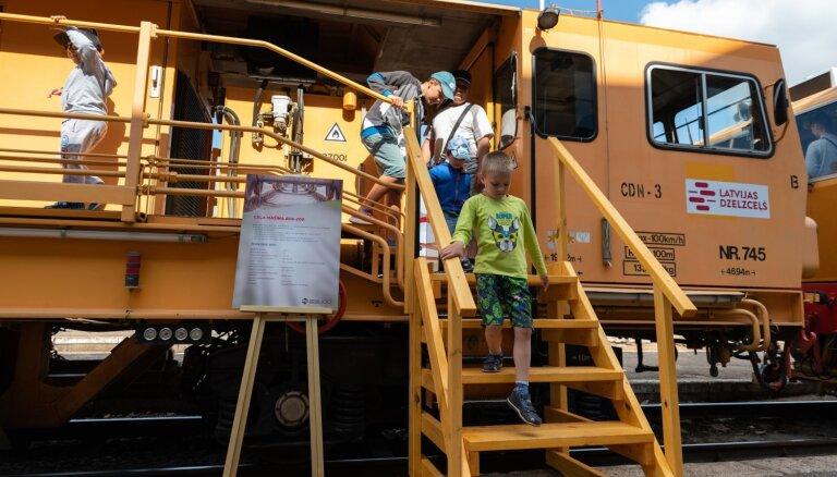 ФОТО: В Риге, Елгаве и Даугавпилсе прошли парады железнодорожных транспортных средств