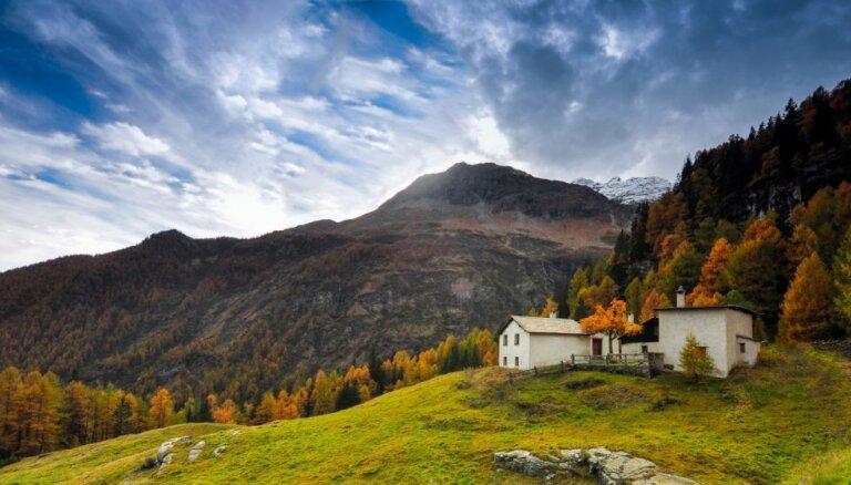 Ar skatu uz padebešiem – omulīgas mājiņas kalnos
