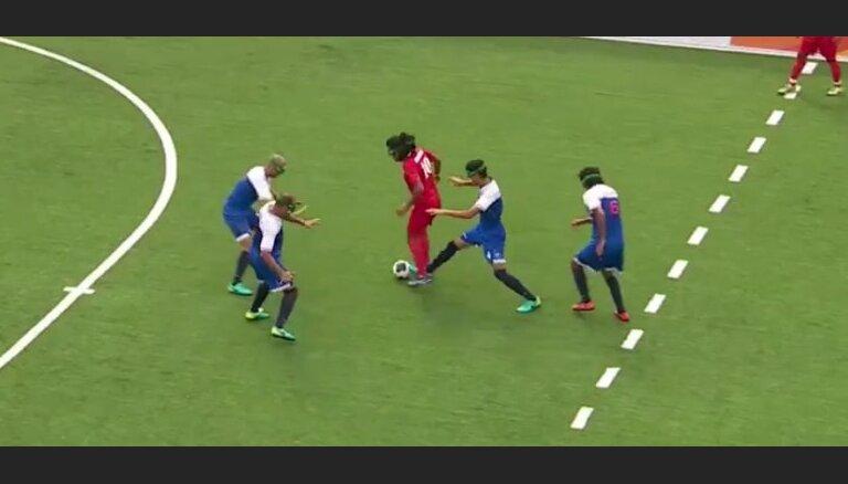 Video: Paralimpiskais futbolists ar redzes traucējumiem gūst fantastisku 'golu'