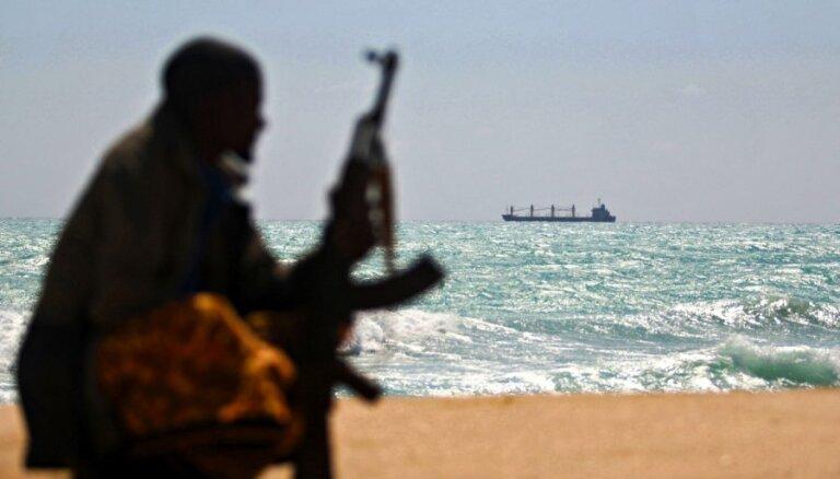 Norisinās sarunas par pirātu nolaupīto lietuviešu jūrnieku atbrīvošanu
