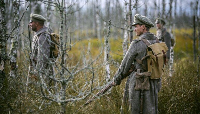Foto: Kauju ainu filmēšana topošajai kara drāmai 'Dvēseļu putenis'