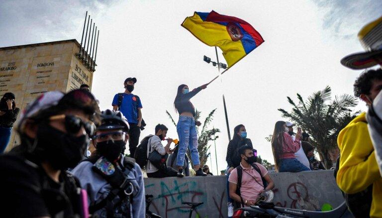 Protestos Kolumbijā bojā gājuši vismaz 37 cilvēki