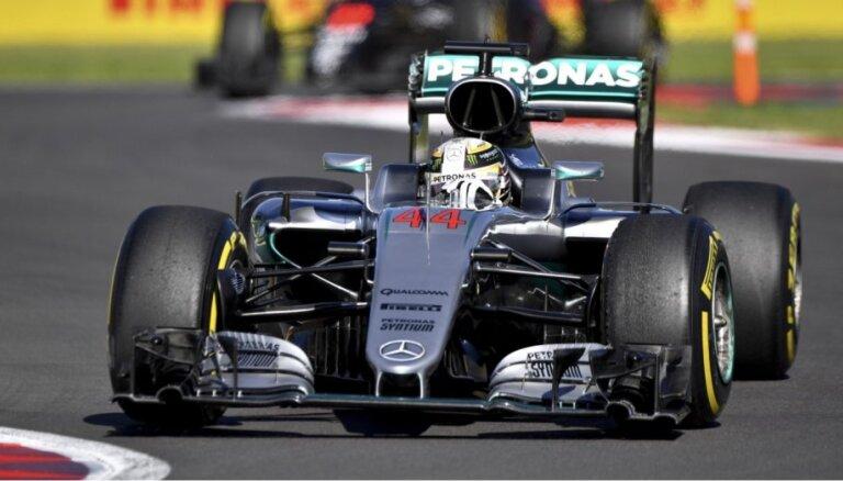 Hamiltons apsteidz Rosbergu Meksikas 'Grand Prix' kvalifikācijā