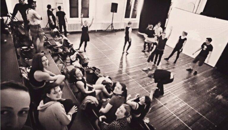 Ģertrūdes ielas teātrī pirmizrādi piedzīvos 'Happy Dance Studio' ēnu deju izrāde 'Četri elementi'