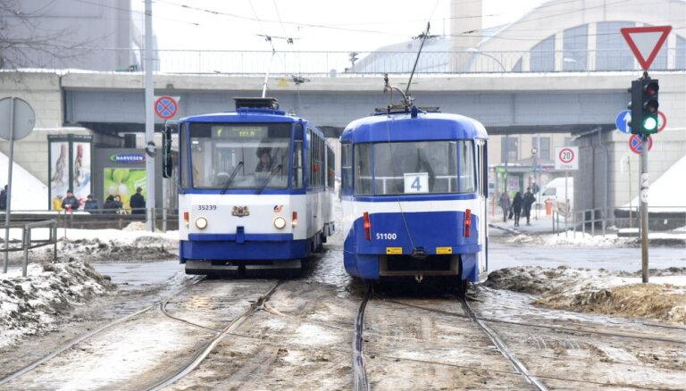 В Латвии продолжается оттепель: снег растаял, восточные районы накрыл туман