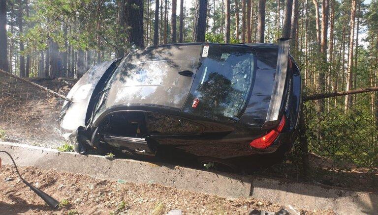 Arī šogad superauto plezīrā Biķerniekos avarējis 'BMW M4'
