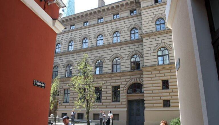 Saeimas komisija noraida ieceri par skolas gaitu sākšanu no sešu gadu vecuma