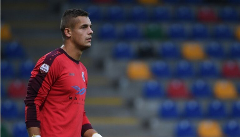 'Riga FC' pagarina līgumu ar vārtsargu Ozolu