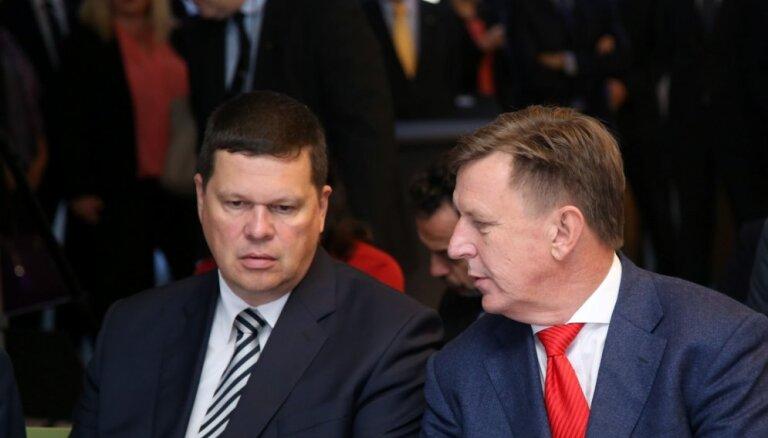 Juristi neredz pamatu Rīgas domes atlaišanai; aicina Gerhardu rīkoties pašam
