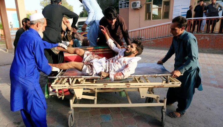 Vismaz 25 cilvēki zaudējuši dzīvību pamiera laikā sarīkotā sprādzienā Afganistānā