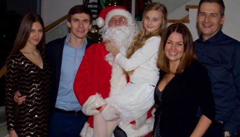 Brangi, bet sirdssilti. Kā Ziemassvētki tiek sagaidīti Bondaru mājās