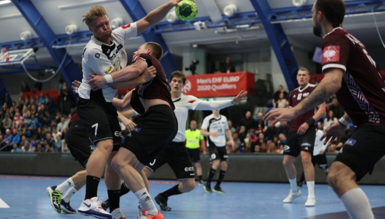 Latvijas handbolisti droši uzvar Igauniju un tuvojas Eiropas čempionāta finālturnīram