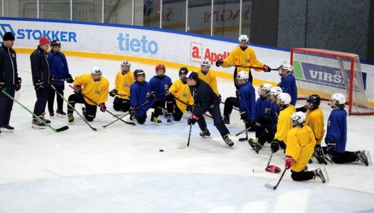Foto: Rīgā aizvadīta pirmā Harija Vītoliņa hokeja nometne