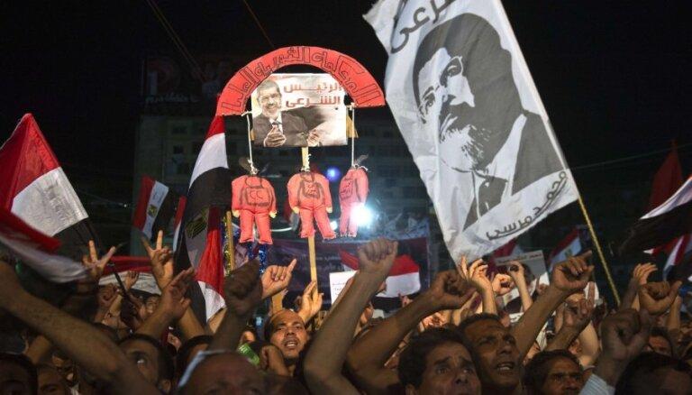 Ēģiptes policija izklīdinājusi Mursi atbalstītāju gājienu