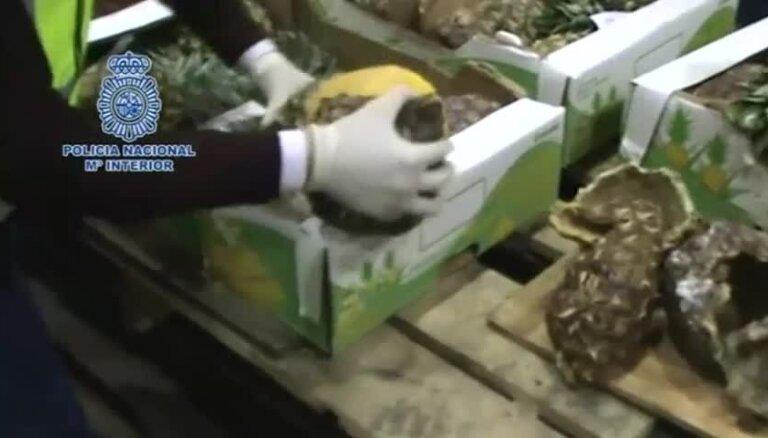 Video: Kā kontrabandisti meistarīgi narkotikas paslēpa ananasos