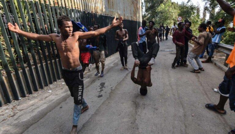 Seutā ielauzušos migrantus nosūta atpakaļ uz Maroku