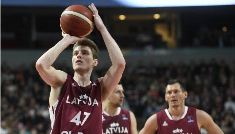 Latvijas basketbolistiem pēc sāpīgā zaudējuma EČ atlases sākumā spēle Bulgārijā