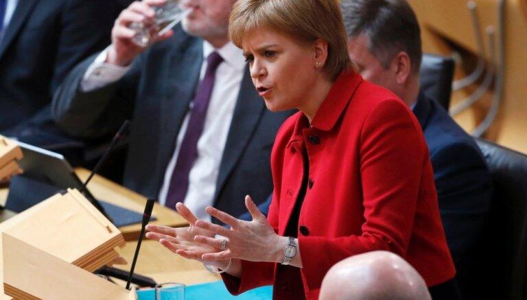 Skotijas parlaments nobalso par jauna neatkarības referenduma rīkošanu