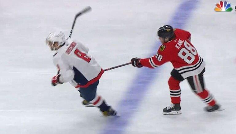 Video: NHL superzvaigžņu saķeršanās – Keins ar nūju iesit Ovečkinam pa kājstarpi