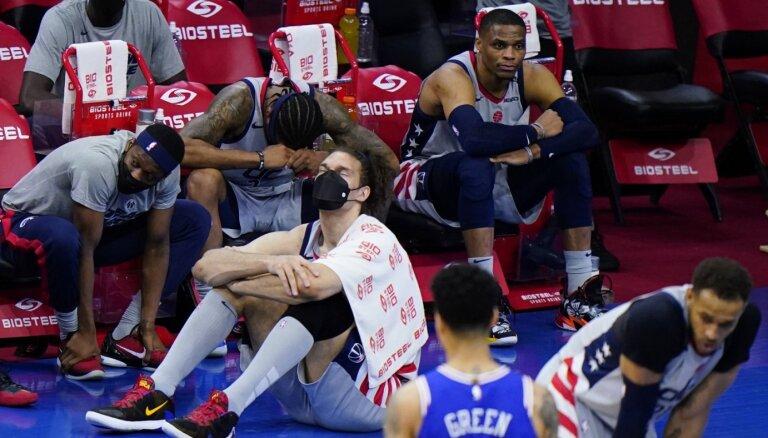 Bertāna 'Wizards' ar ceturto zaudējumu pret '76ers' noslēdz NBA sezonu
