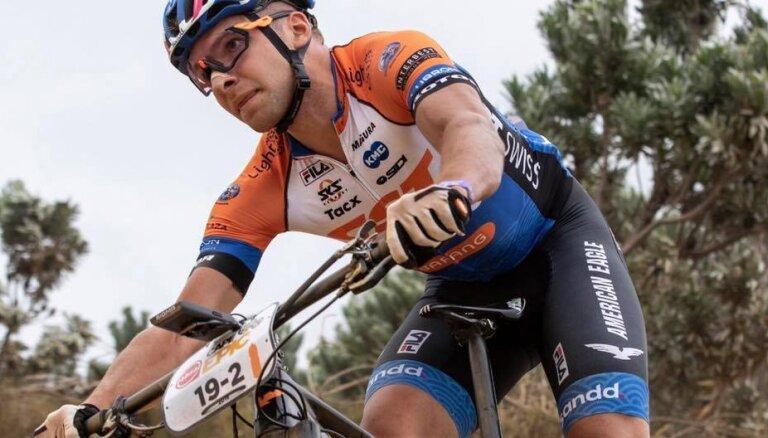 Kalnu riteņbraucējam Blūmam 76. vieta PK sacensībās olimpiskajā krosā