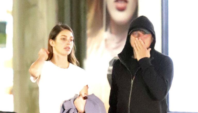 Foto: Leonardo Dikaprio Losandželosā pieķerts ar jauno draudzeni