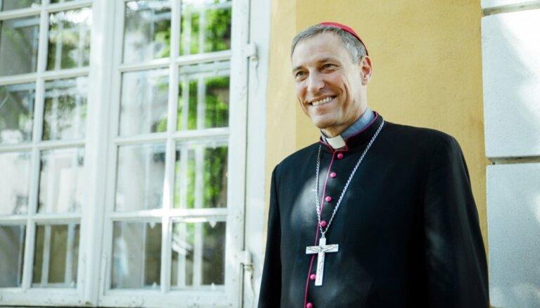 Архиепископ Станкевич: пока что памятник Победы следует оставить в покое